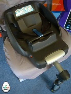 This base may be fitted with ISOfix or the seat belt.